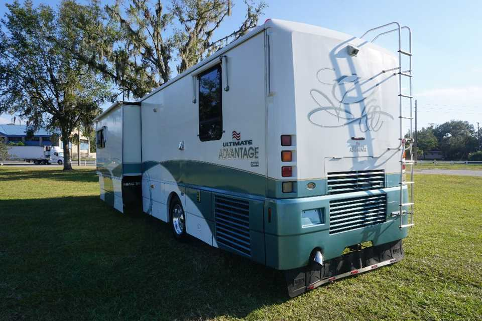 1999 Winnebago Ultimate Freedom Motorhome Stock 5143 For